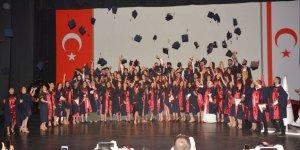 YDÜ'de mezuniyet sevinci