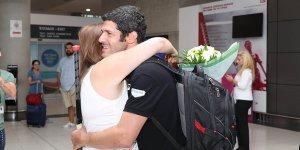 Kontides havaalanında karşılandı