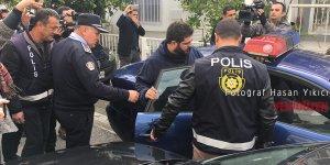 Karapaşaoğlu alkışlarla cezaevine gitti