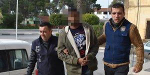 Ülkesine geri dönebilmek için polise sığındı