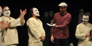 """Beşparmaklar Tiyatro Festivali'nde """"Deli"""" sahne aldı"""