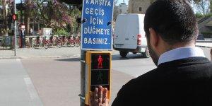 Görme engelliler için trafkte sesli uyarı