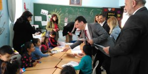 """Kıbrıs Vakıflar Bankası, """"Her Çocuğa Kitap"""" kampanyası başlattı"""