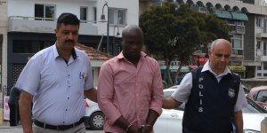Sahte pasaport zanlısı cezaevine gönderildi