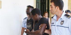 'Öğrenciler' askeri bölgede yakalandı
