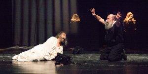 """Tiyatro Festivali'nde """"Sokrates'in Son Gecesi"""" oyunu sahnelendi"""