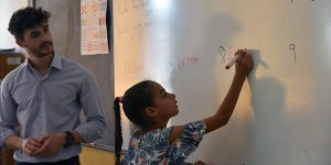 Haspolat ve Surlariçi çocukları İngilizce öğreniyor