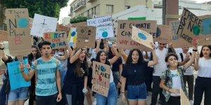 Girne'de gençler iklim ve çevre için yürüdü
