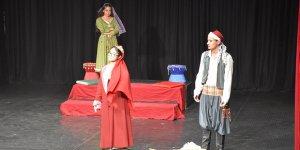 """""""7 Kocalı Hürmüz"""" oyunu Girne'de sahnelendi"""