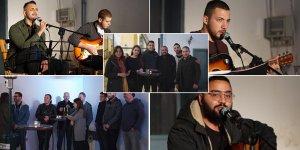 Gençler, mülteci çocukların eğitimi için dayanışma konseri düzenledi