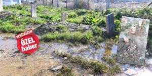 Sular altında kaldı, mezarlar çöktü