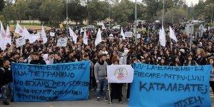 Eğitim ve sınav sistemini protesto ettiler