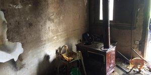 Ev yangınında iki kişi yaralandı