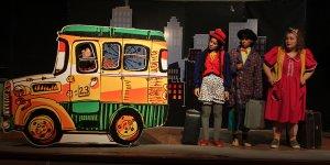 """""""Otobüs Durağında Üç Bencil"""" oyunu ücretsiz sahnelenecek"""