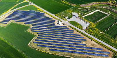 Kıbrıs'ın en büyük güneş parkı faaliyete geçti