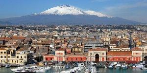 Etna'nın eteklerinde kurulu Catania