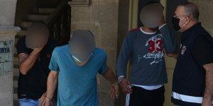 Evde uyuşturucu ile bulunan zanlılara 3 gün tutukluluk