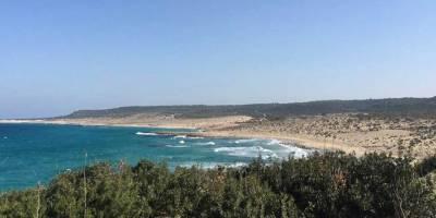 Karpaz Ronnas Sahili'nde temizlik etkinliği yapılıyor