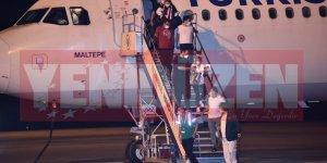 """İlk uçak indi: """"11 kişi karantinaya alındı"""""""