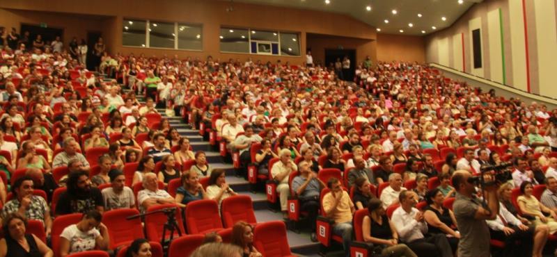 Tiyatro Eylülü alkışlarla başladı 14