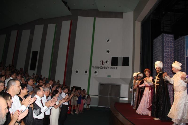 Tiyatro Eylülü alkışlarla başladı 7