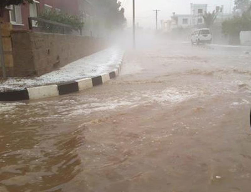 Şiddetli yağmur ve dolu Omorfo'yu vurdu 1