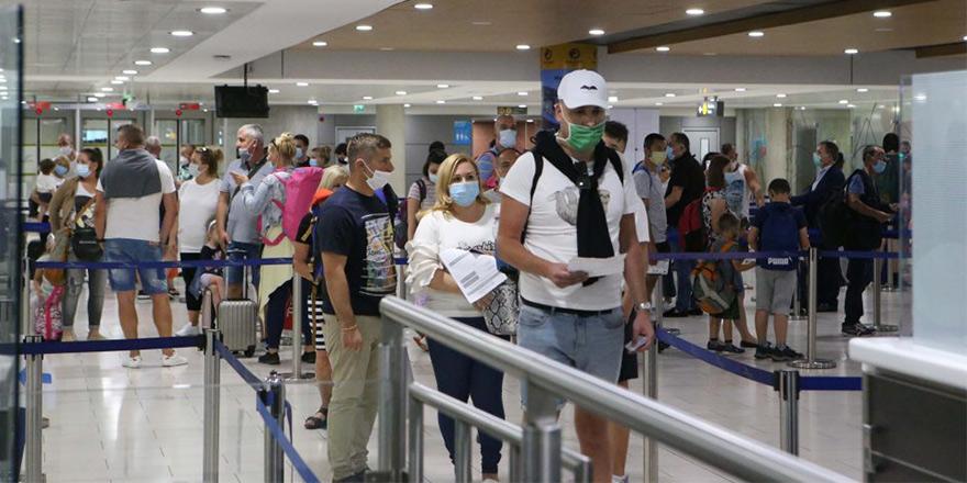 Kıbrıs'ın güneyi aşılanmış İngilizleri koşulsuz kabul edecek