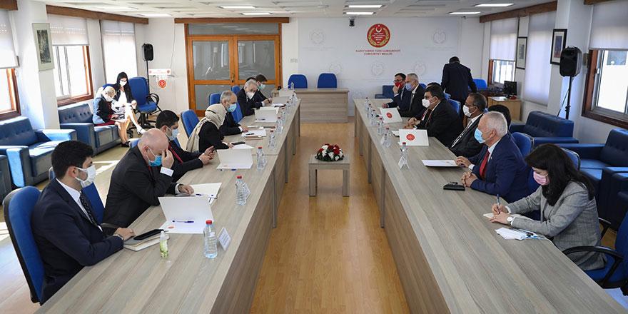 Milletvekilleri ile TBMM Dışişleri Komisyonu üyeleri toplantı yaptı