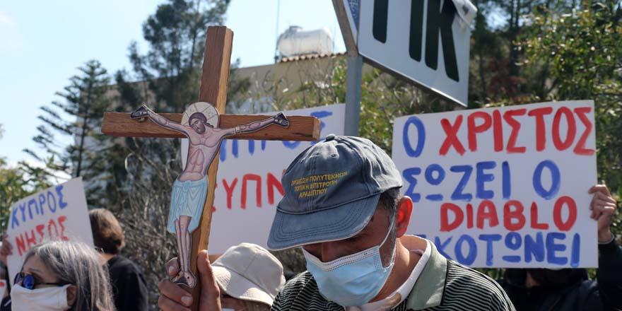 """21.yy'da Kıbrıs: """"Şeytana dua etmeyi bırakın"""""""