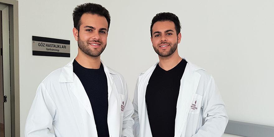 İkiz göz doktorları YDÜ Hastanesi'nde