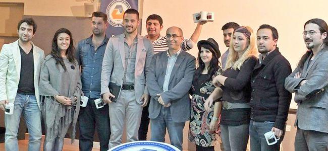 DAÜ İletişim öğrencilerine Derviş Zaim'li gala