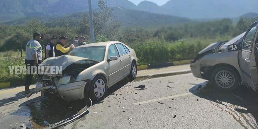 İki araç yüz yüze çarpıştı: 1 kişi hayatını kaybetti