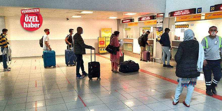Saatlerce uçuş için beklediler, yetkili bir muhatap bulamadılar