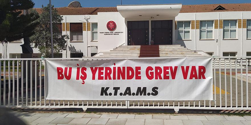 Meclis çalışanları grevde