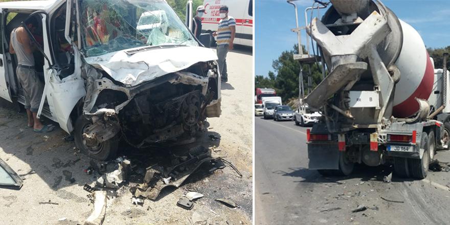 Beton mikser ile araç çarpıştı: 3 yaralı