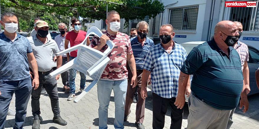"""Ercan taksicileri Maliye önünde:  """"Çare arıyoruz ama Bakanlık Müdürü bize küfür etti"""""""
