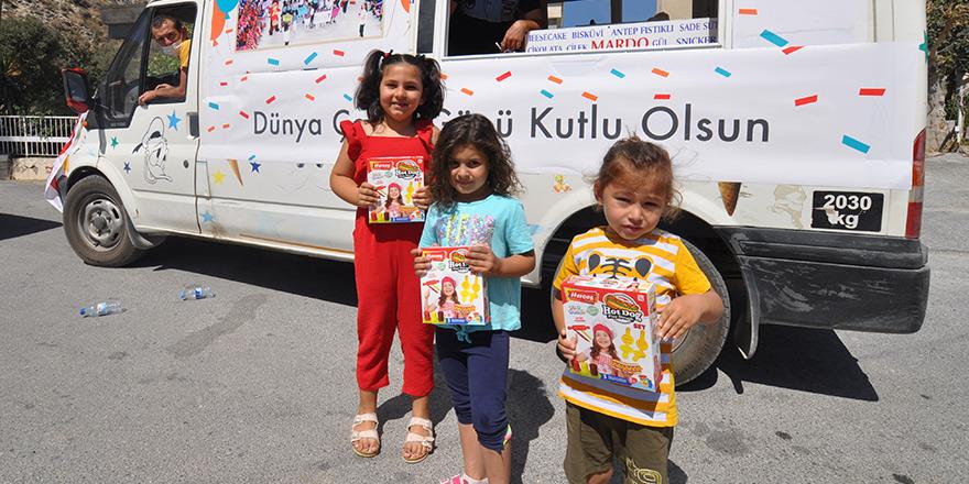 Değirmenlik Belediyesi çocuklara hediye dağıttı