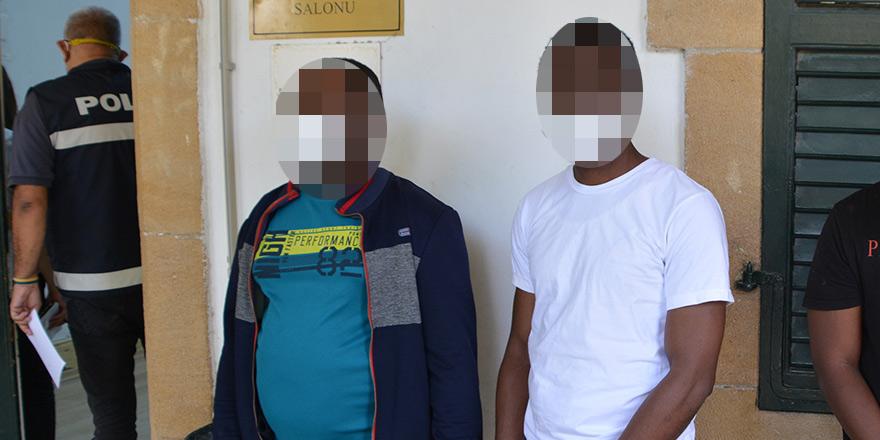 Sırt çantasında uyuşturucu ile yakalandılar