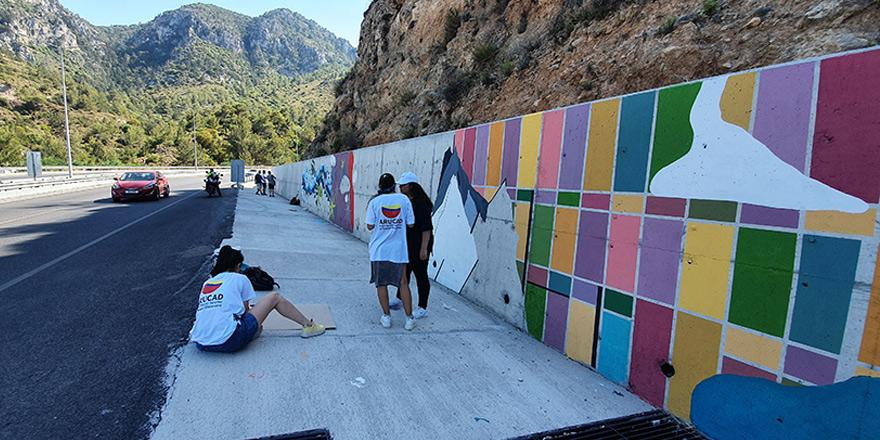Ciklos kavşağındaki duvarlara desenler çizildi