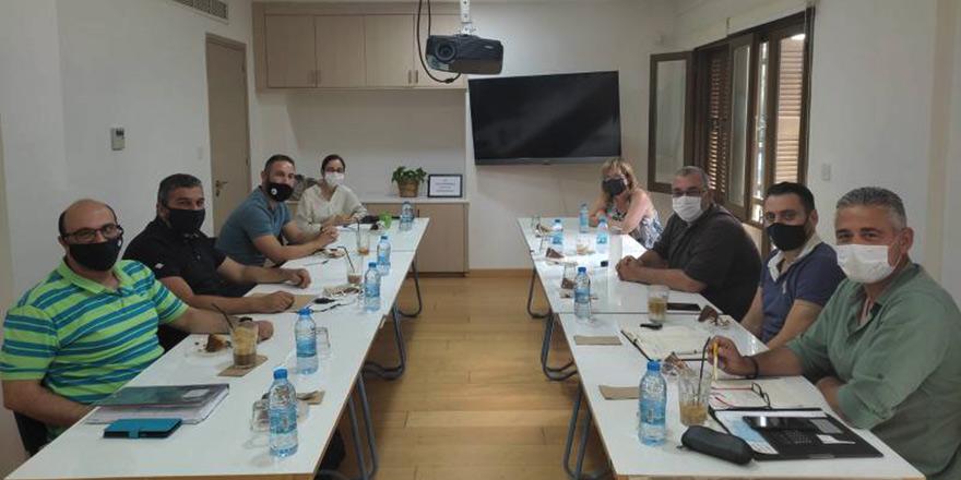 Kıbrıs'ın iki yanında eğitim sendikaları görüştü
