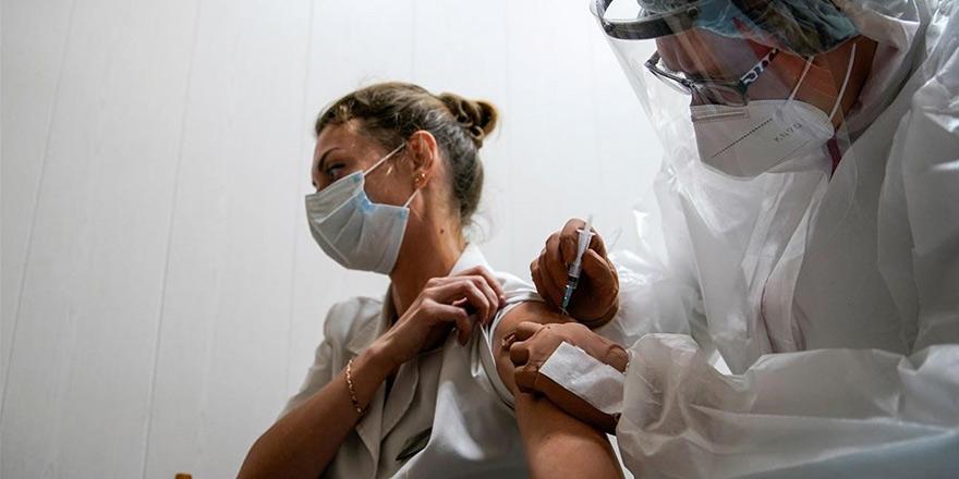 Delta mutasyonu aşı olmayan gençlerde