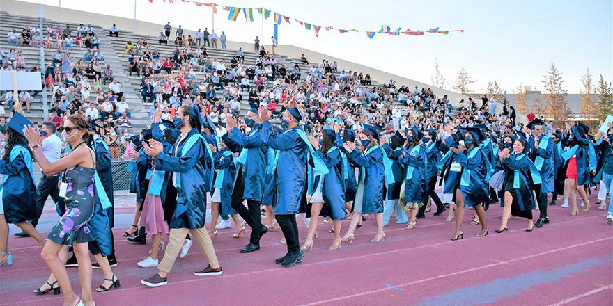 DAÜ'de 1,400'e yakın mezun diploma aldı