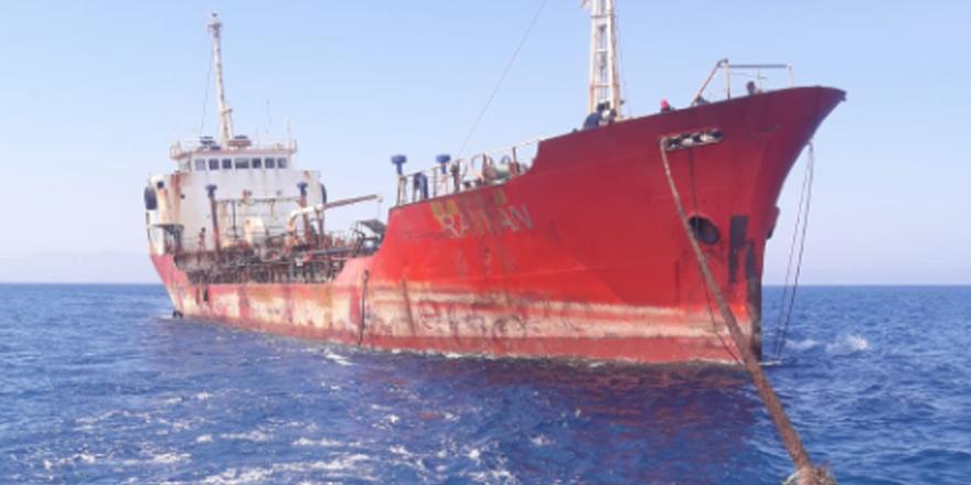 Gülseren'de karaya oturan tanker kurtarıldı