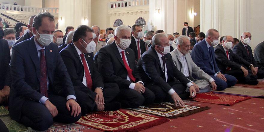 Tatar ve Erdoğan bayram namazını kıldı