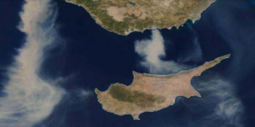Yangın dumanı Kıbrıs'ta