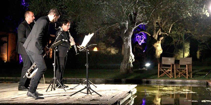 Zeytin ağaçlarının arasından İtalyan klarnetçilerin müziği yükseldi