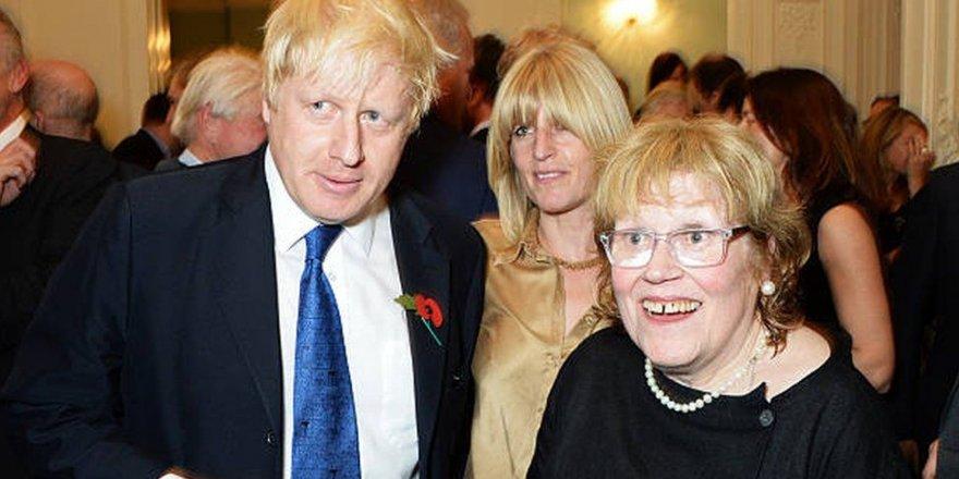 İngiltere Başbakanı Johnson'un ressam annesi 79 yaşında hayatını kaybetti