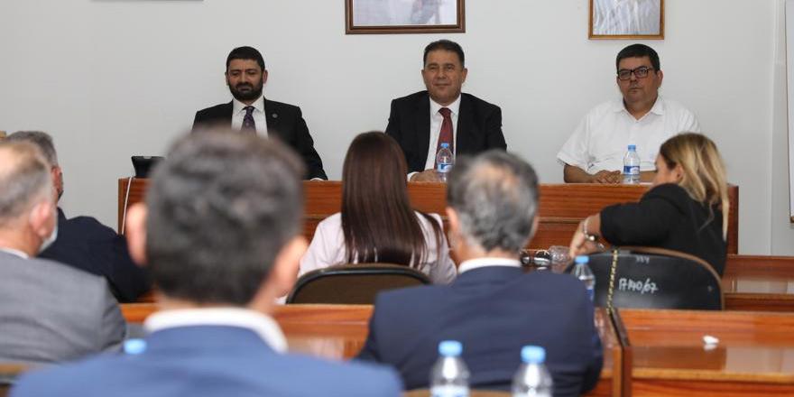 Saner, UBP Meclis Grubu'yla bir araya geldi
