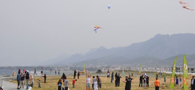 Lapta Belediyesi Koşu ve Uçurtma Şenliği Düzenledi