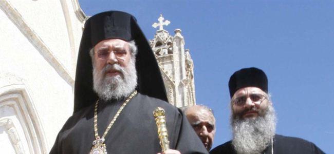 Hrisostomos, bakanların istifasını istedi